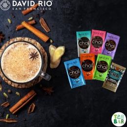 Ken jij David Rio Chai al? Tea Bar verkoopt al jaren deze premium chaipoeders🐯 Naar onze mening de lekkerste chai lattes die je ook nog eens supermakkelijk maakt. Twee theelepels poeder, warme melk(vervanger) erbij en klaar. Probeer alle zeven bestsellers met het David Rio samplepakket en vind jouw lievelingschai! Ook goed om te weten: David Rio doneert een gedeelte van de opbrengst aan stichting IFAW, ter bescherming van bedreigde diersoorten 🐘💚 #originalteabar # chai #davidrio #davidriochai #chailatte #hotdrink #chaiteatime #chailover @davidriosf